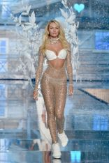 CandiceSwanepoel_VSFashionShow_gettyimages