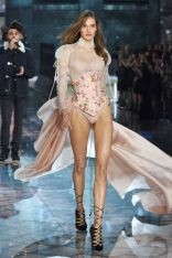 SanneVloet_VSFashionShow_gettyimages
